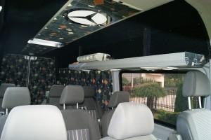 sporych rozmiarów wnętrze busa